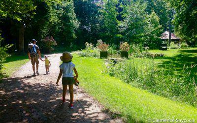 Pique-nique en famille au Parc Charles de Reinach à Hirtzbach